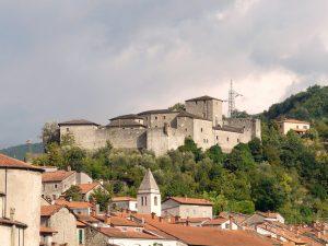 Il Castello del Piagnaro che domina la parte più antica del borgo medievale di Pontremoli e dove si trova il Museo delle Statue Stele
