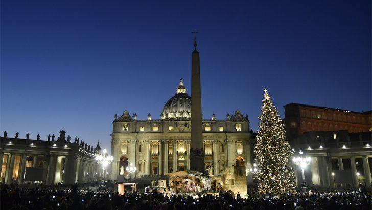 Inaugurati in Piazza San Pietro a Roma l'albero di Natale e il presepe