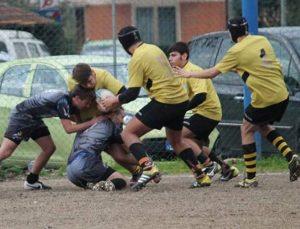 Un momento della fase di attacco del Lunigiana Rugby durante la sfida con il Titani Viareggio
