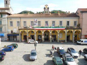 La facciata del Comune di Pontremoli in piazza della Repubblica