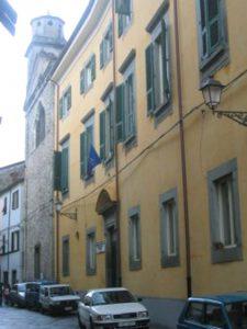 La facciata della sede pontremolese dell'istituto Pacinotti-Belmesseri
