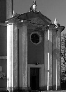 La facciata della chiesa parrocchiale di San Quirico a Barbarasco di Tresana