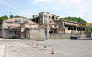 La struttura fatiscente della ex Cementi in zona porta fiorentina a Pontremoli