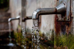 Una fontana pubblica dell'acqua