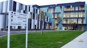 La facciata del Nuovo Ospedale Apuano
