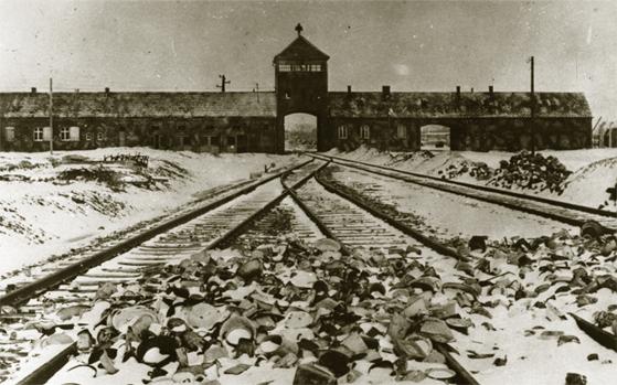 Non solo l'Olocausto è preda di chi vorrebbe cambiare la storia