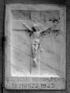 L'ex voto collocato sulla facciata di un'abitazione di San Nicolò per lo scampato pericolo
