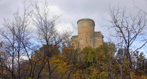 Il castello di Oramala, in val di Nizza (PV)