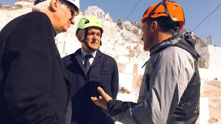 La visita di Rossi riporta al centro del dibattito la questione delle cave di marmo