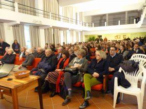 La platea presente all'incontro al Teatro del Pensionato Cabrini