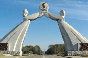 L'Arco della Riunificazione, costruito nella capitale della Corea del Nord, Pyongyang, nel 2001