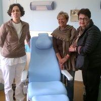 """Le """"Donne di Luna"""" hanno donato due poltrone al day hospital di Pontremoli"""