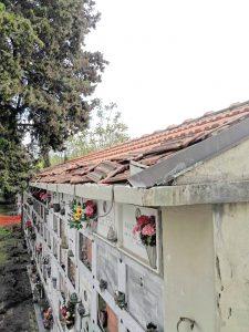 Le grondaie danneggiate dai ladri al cimitero di Villafranca