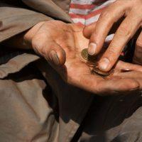 La povertà non fa distinzione di nazionalità né di provenienza