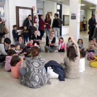 Tutti in biblioteca gli alunni della Materna di Aulla in attesa dei nuovi locali