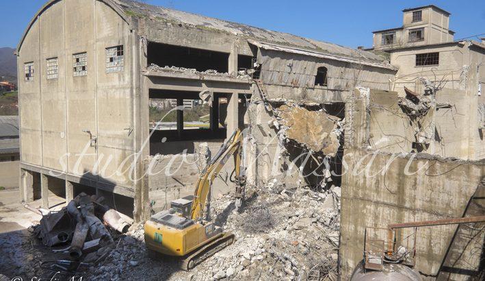 La Regione dà il via libera per la frantumazione dei detriti dell'ex Cementi