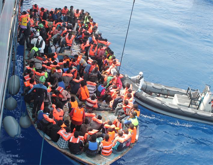 Migranti, Minniti: ''Obiettivo è accoglienza diffusa e chiusura grandi centri''
