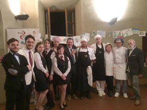 I ragazzi dell'alberghiero Pacinotti che hanno prestato servizio alla cena di gala