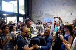 A Carrara a vincere (65,57%) è stato il grillino Francesco De Pasquale: al ballottaggio ha più che raddoppiato il risultato del primo turno, superando così Andrea Zanetti (34,43%), rappresentante del PD