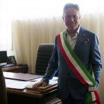 """Roberto Valettini prende """"possesso"""" dell'ufficio del sindaco"""