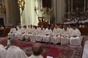 Un gruppo di sacerdoti della diocesi in Concattedragle a Pontremoli per la giornata di sabato 1 luglio