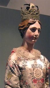 La statua della Madonna conservata nel Museo Diocesano di Pontremoli e proveniente dalla chiesa parrocchiale di Pracchiola