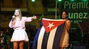 Monica Marziota Valdes (a sinistra) sul palco del Lunezia (foto Massimo Pasquali)