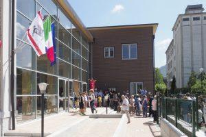 L'esterno delle nuove scuole elementari (foto Massimo Pasquali)