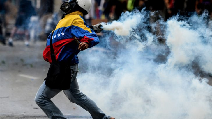 Venezuela: Maduro sferra un forte attacco alla democrazia