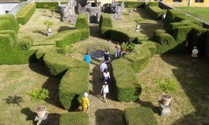 In visita nel giardino di villa Pavesi a Scorano
