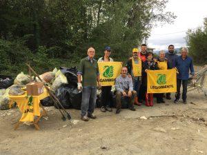 """I volontari che hanno contribuito a pulire l'area de """"La Fola"""" a Licciana"""