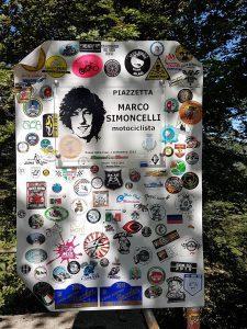 Un murales con messaggi in memoria del Sic