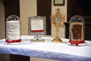 Particolare di alcune delle reliquie di San Pio da Pietrelcina