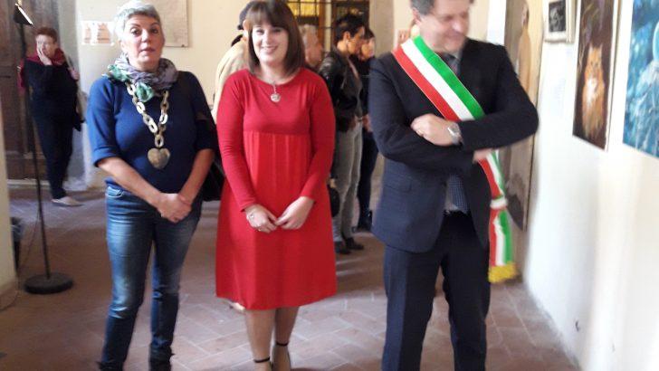 Fivizzano: inaugurata la mostra personale di pittura di Elena Ricciotti