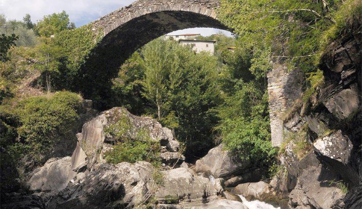 I ponti lungo vecchie e nuove strade: quel fascino che non conosce crisi