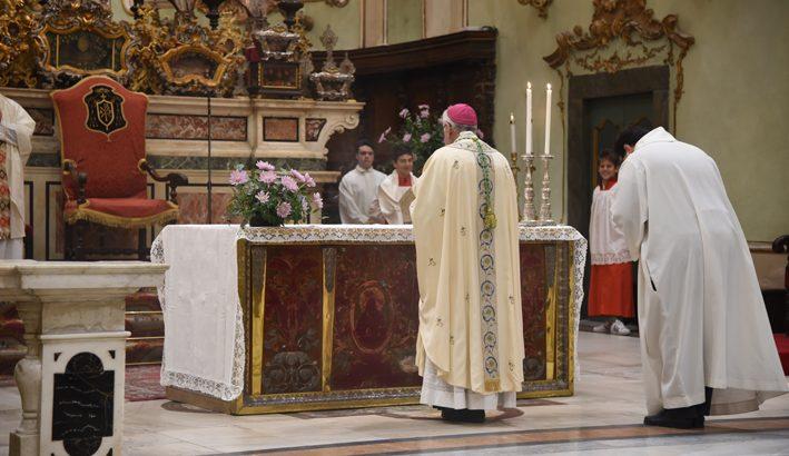 Il Vescovo Giovanni Santucci nella S. Messa di Tutti i Santi
