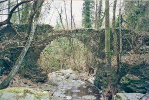 Il ponte di Serralunga lungo l'antica strada per Toplecca
