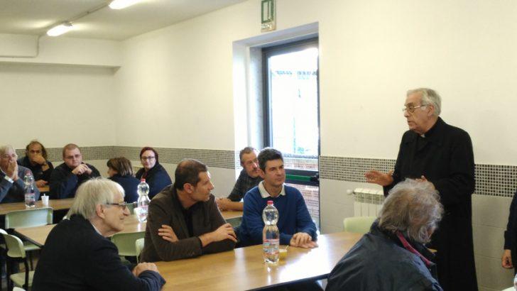 Il  Vescovo Giovanni a pranzo con i poveri nella mensa Caritas a Bassagrande