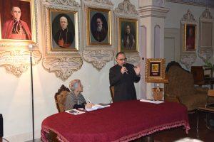 Andrea Mariani  sacerdote e docente universitario originario di Lissone, accanto a lui Patrizia Rossi direttrice della biblioteca Nazionale Serra.