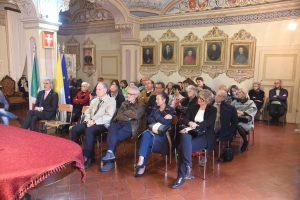 La platea presente alla premiazione tenutasi all'interno dei locali del Vescovado in piazza del Duomo