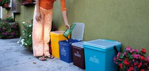 Un esempio di contenitori per la raccolta porta a porta
