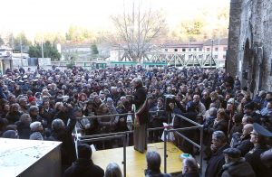 Inaugurazione ascensore Piagnaro circa 500 persone alla manifestazione nello spiazza don Spinetti