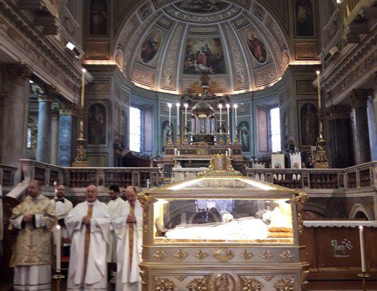 Una processione con le reliquie del B. Angelo Paoli