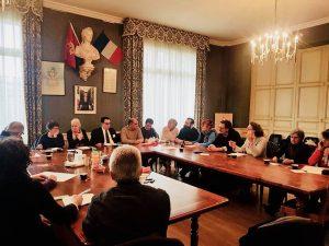 Il consiglio comunale di  Puylaurens durante l'incontro con la delegazione di Mulazzo per siglare il gemellaggio tra le due cittadine.