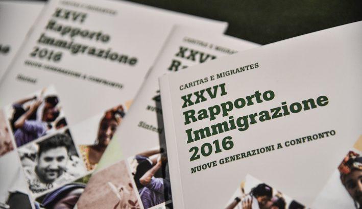 Notizie su migranti e profughi: pagine di giornale o bacheche per annunci shock?