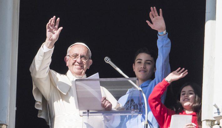 "Papa Francesco: ""Insieme ai giovani, portiamo il Vangelo a tutti"""