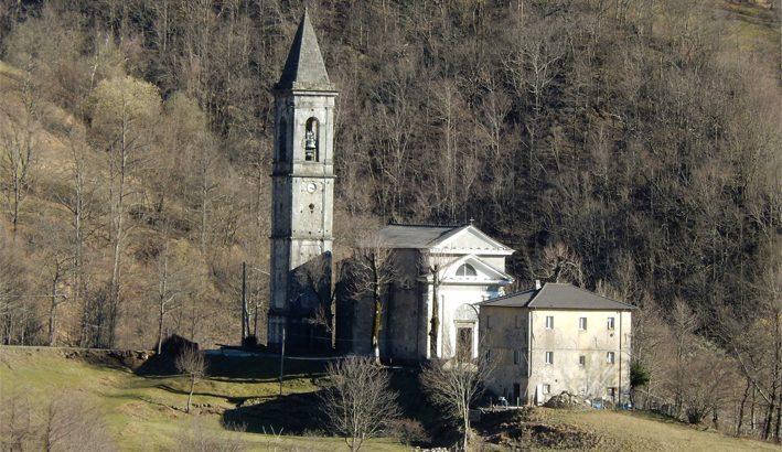 Il fulmine, i gravi danni, la chiusura: la chiesa di Adelano quattro mesi dopo