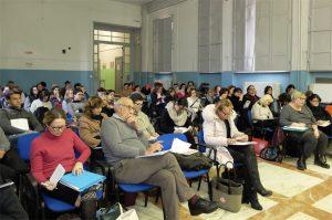 """I partecipanti alla prima lezione del corso nell'aula magna del Liceo """"Pellegrino Rossi"""" di Massa"""