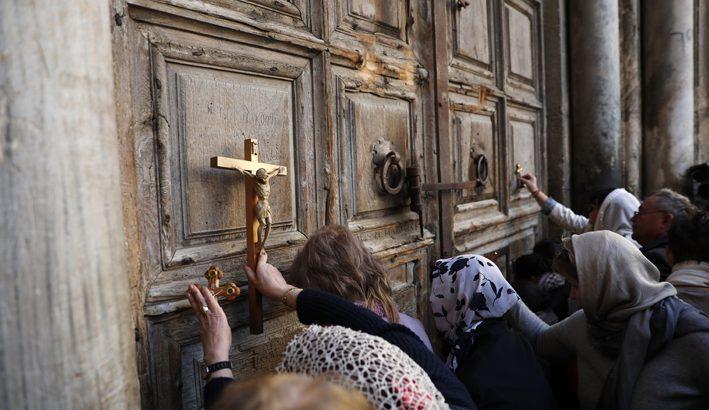 Chiuso per tre giorni a Gerusalemme il Santo Sepolcro: Chiese cristiane contro piano fiscale israeliano