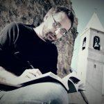 Lo scrittore Giacomo Pinelli in una foto che lo raffigura a Montelungo